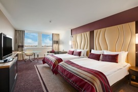 Hilton Vienna Danube Double Queen Waterfont Room